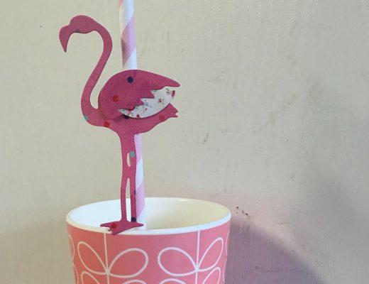 DIY flamingo drinking straws