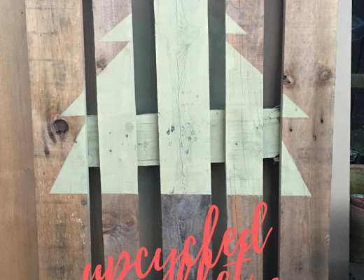 Easy upcycled pallet Christmas tree