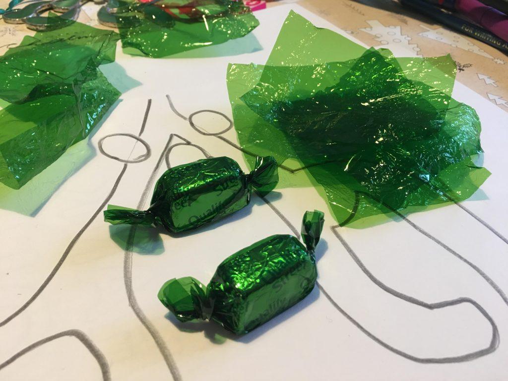 Mistletoe sun catcher craft for kids