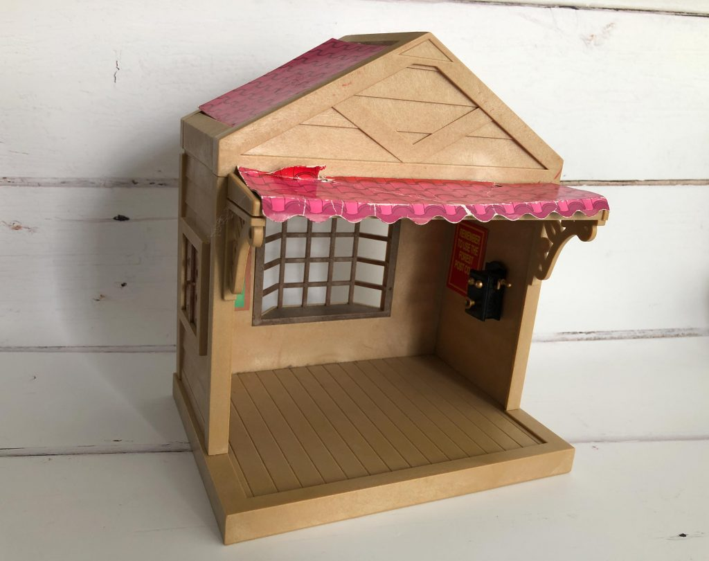 how to upcycle a Sylvanian Families building