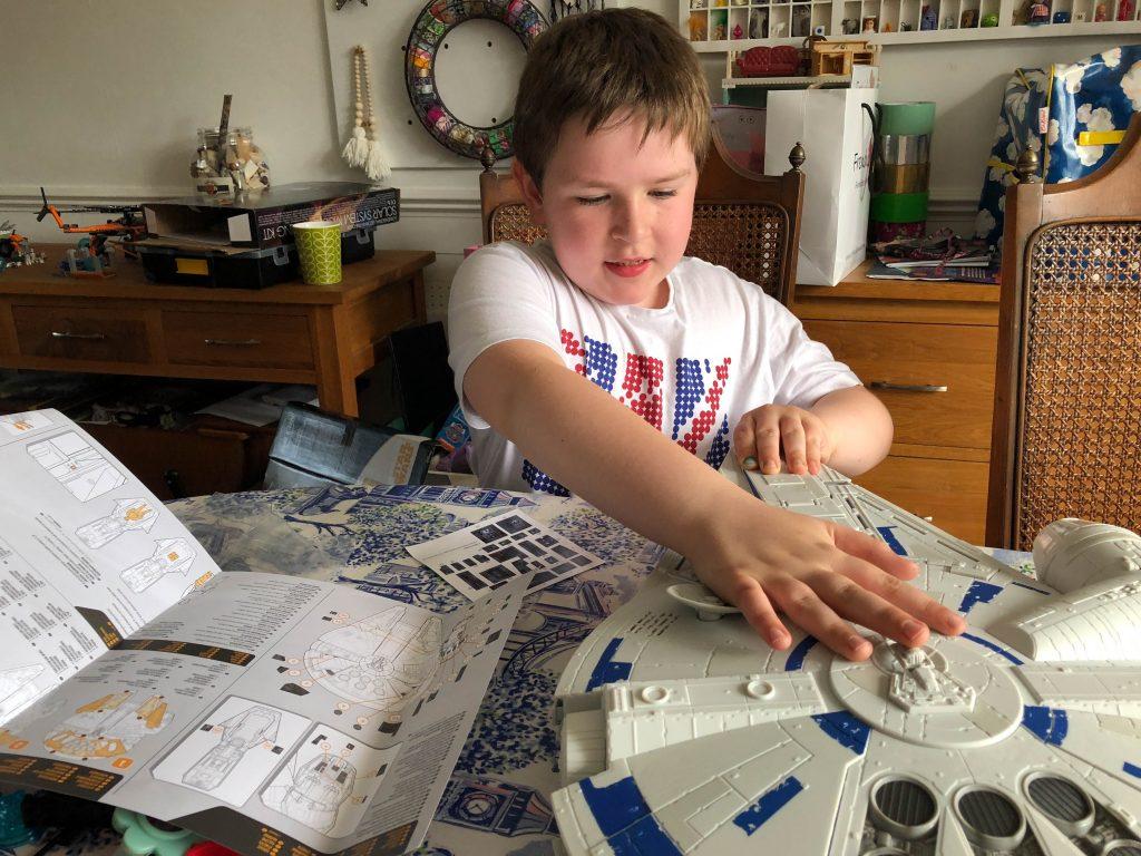 Star Wars Force Link 2.0 Kessel Run Millennium Falcon with Han Solo Figure