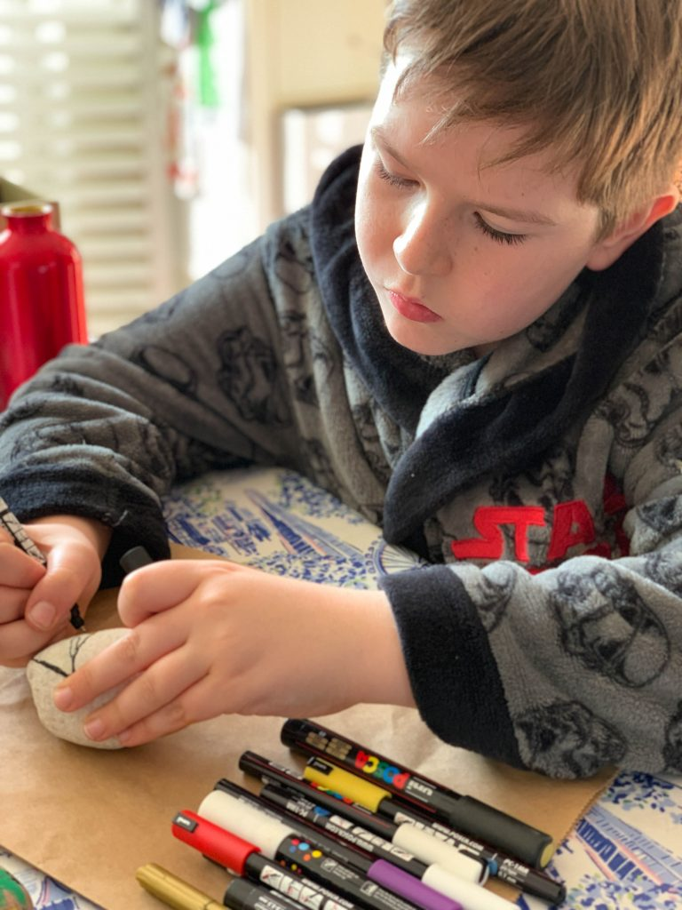 how to decorate festive painted rocks with kids
