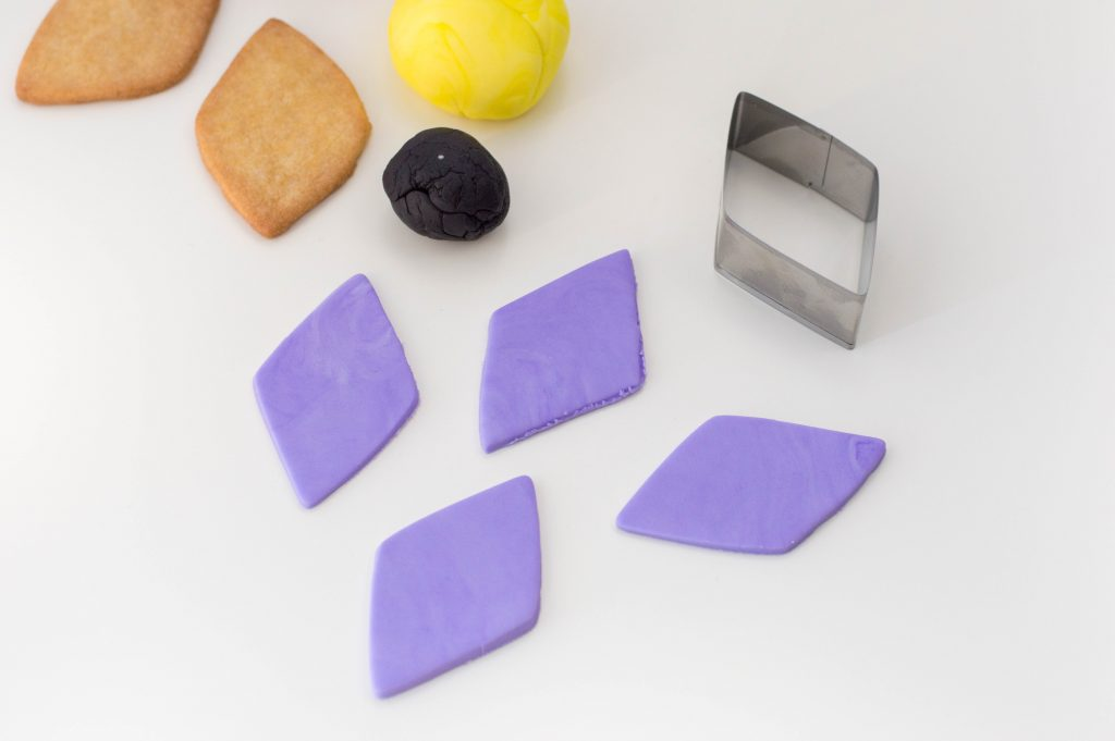 Using the same cookie cutter you used to cut the diamond-shaped cookies, cut out 6 of each fondant colour.