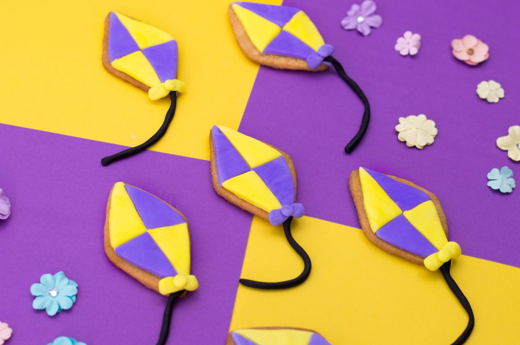 Mary Poppins inspired kite biscuits