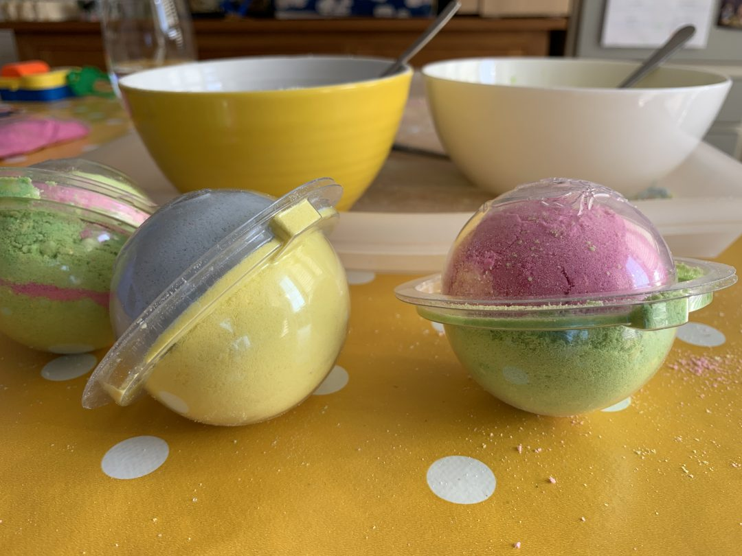 Making bath bombs with the So Bomb DIY Factory Vanity Case