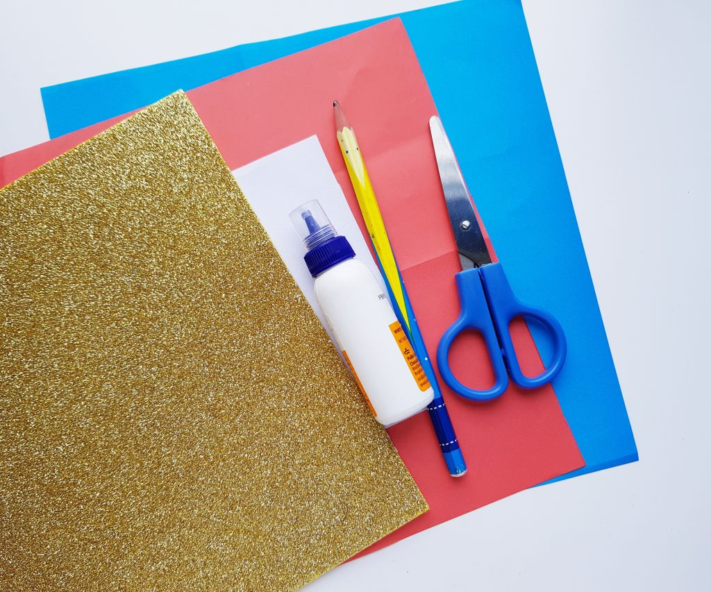 How to make a 4th of July paper banner: