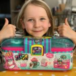 Making slime at home with the So Slime DIY Slimelicious Case