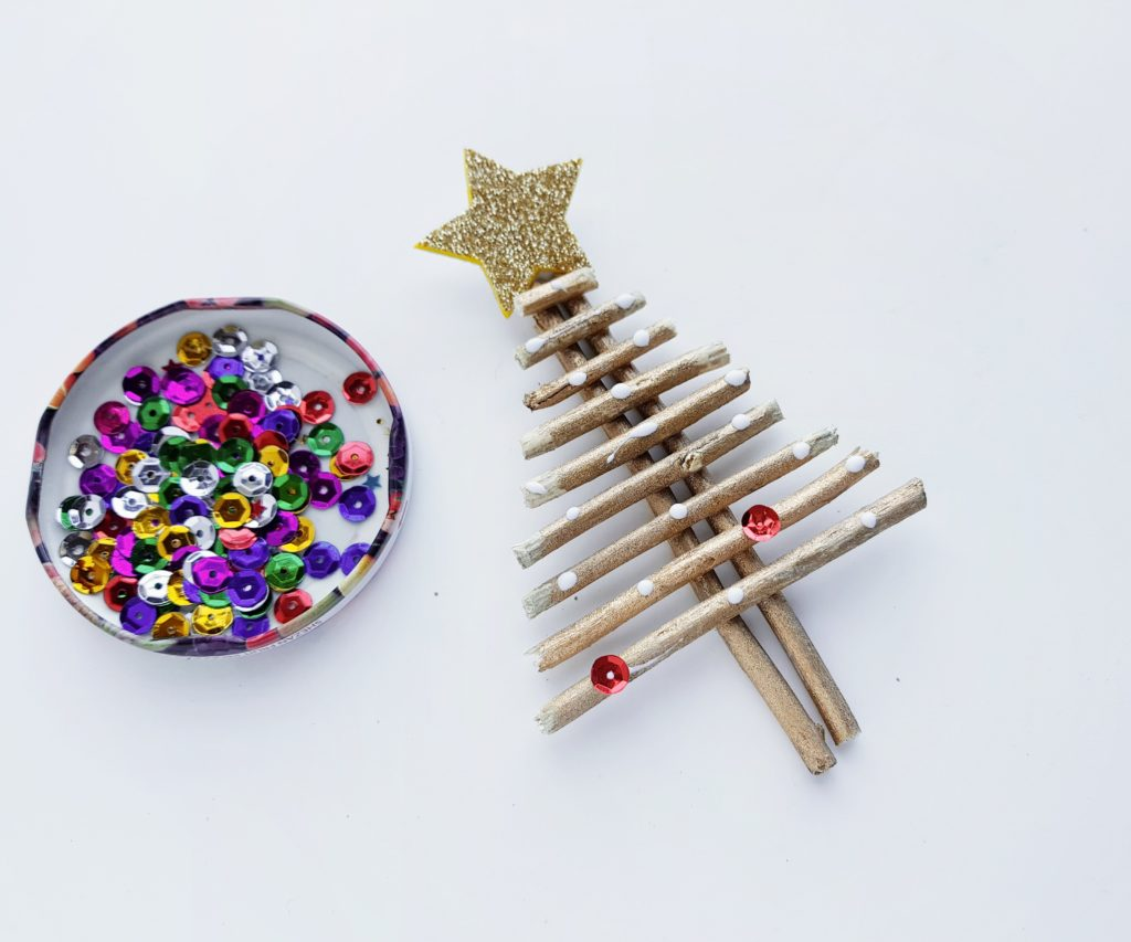 easy Christmas twig tree craft