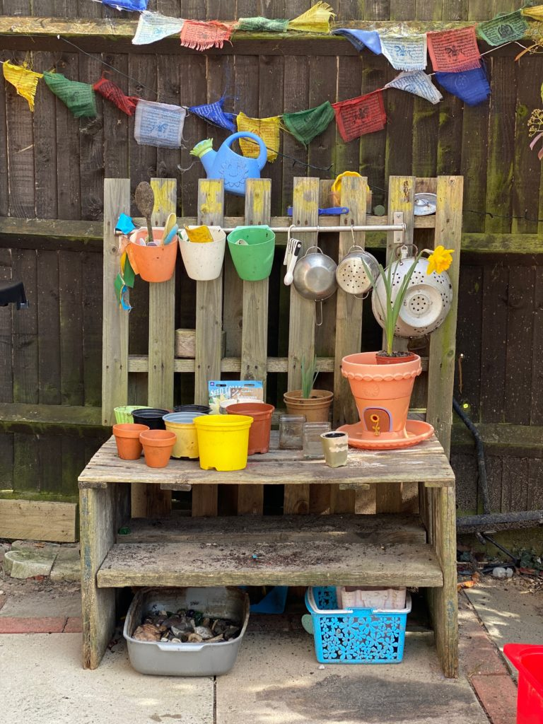 Wooden pallet planting station