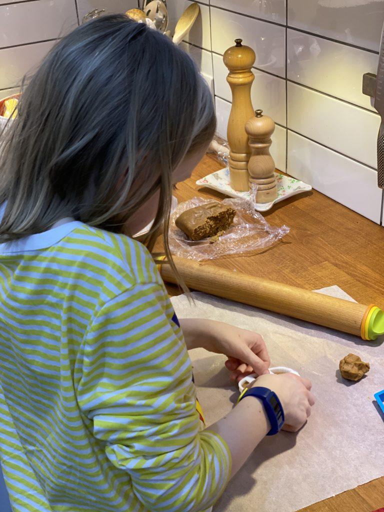 kids baking gingerbread cookies