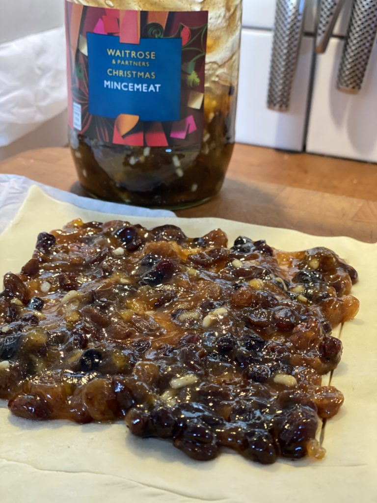 How to make a puff pastry mincemeat tart