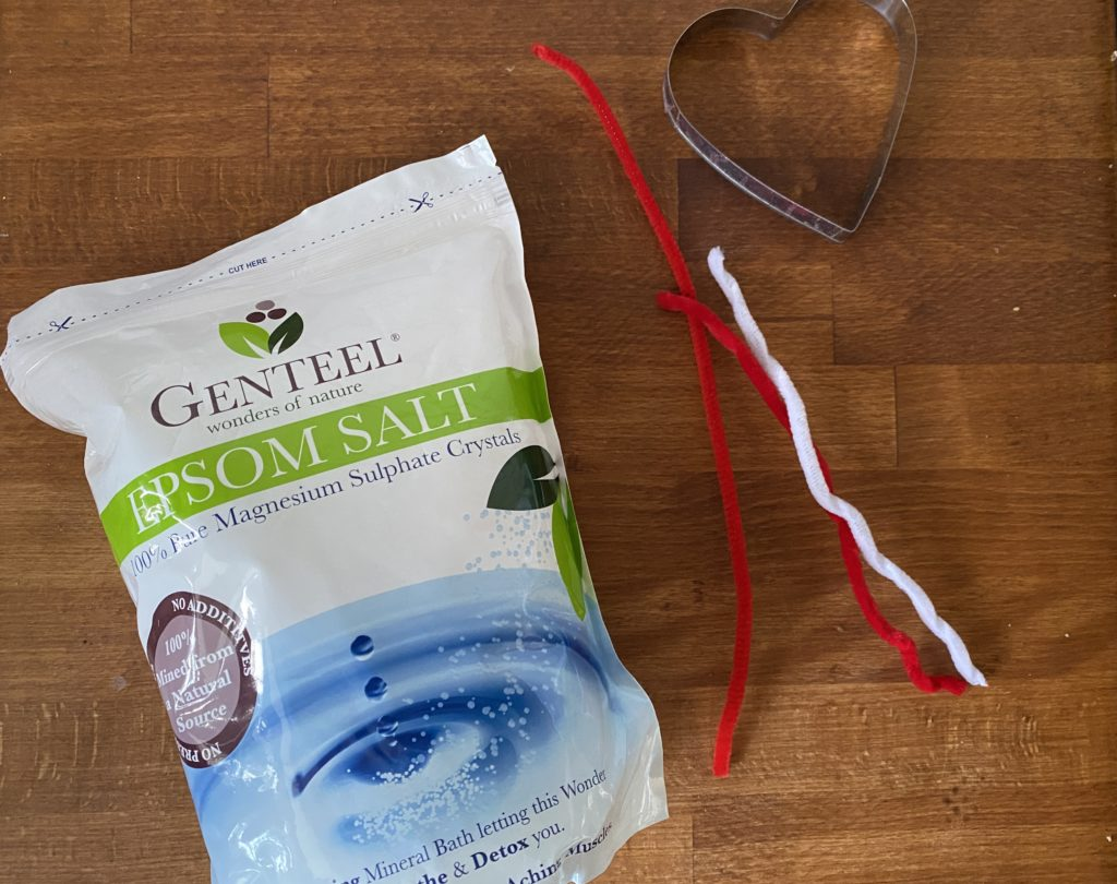Make Epsom Salt pipe cleaner hearts
