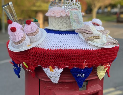 knitted post box topper
